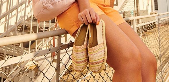 Gyékény talpú cipők